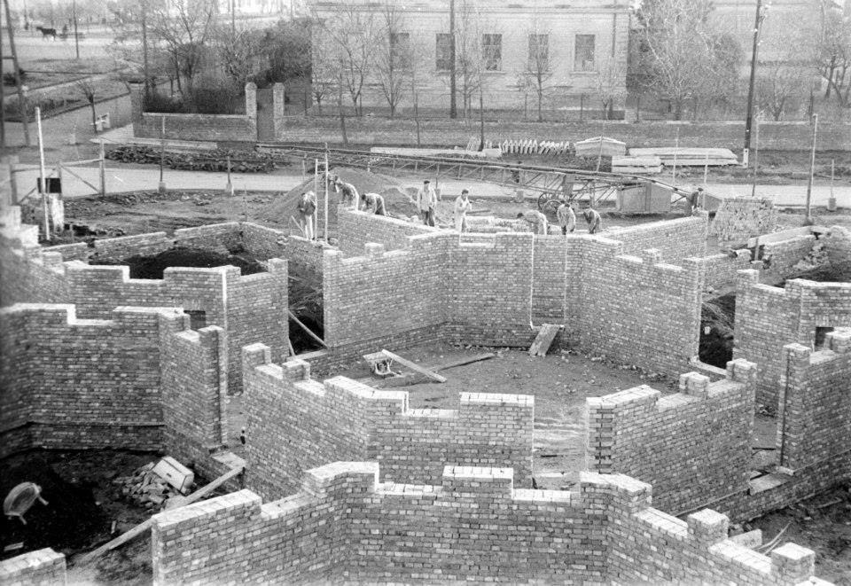 A Csillag üzletház építése a Tanácsköztársaság téren 1960 körül